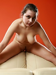 Curvy beautiful babe posing nude